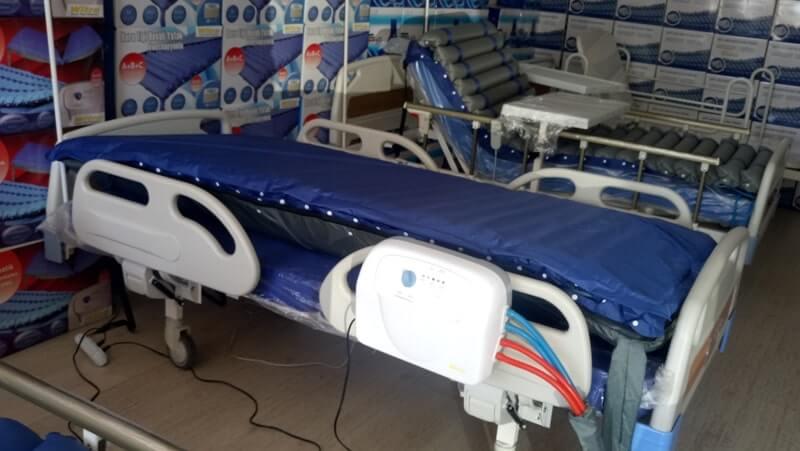 Hasta yatağı üzerinde havalı yatak