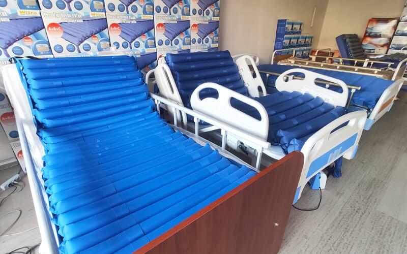 Çeşitli Fiyatlara Sahip Hasta Yatakları