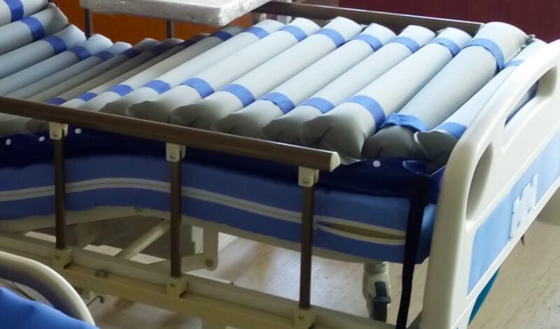 Yatalak Hastalarda Bel Ağrılarını önleyen Havalı Hasta Yatağı