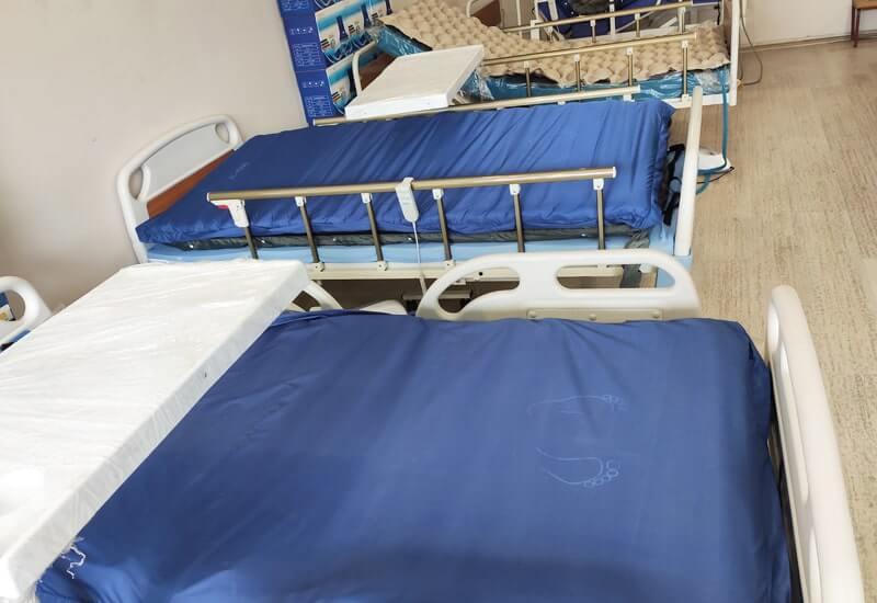 Yatak yaralarını önleyen hasta yatakları